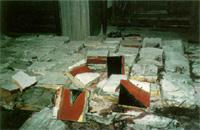バラバラにされた陶壁「鳳凰」